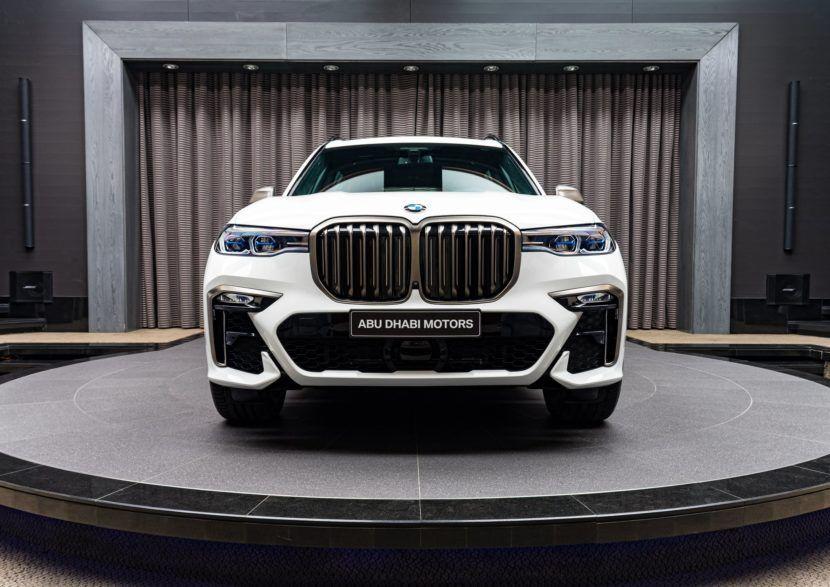 Bmw X7 M50i Gets Showcased In Alpine White With Bmw Individual Interior In 2020 Bmw X7 Bmw Alpine White