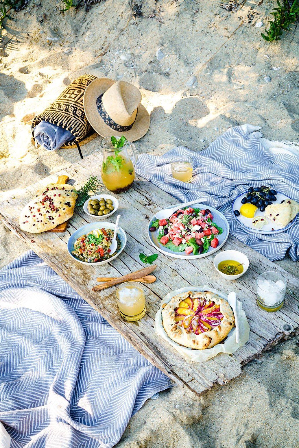 mediterranean beach picnic about that food picnics pinterest pique niques plage et le plage. Black Bedroom Furniture Sets. Home Design Ideas