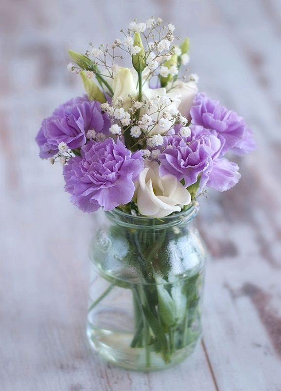 Simple purple floral centerpiece idea in a mason jar