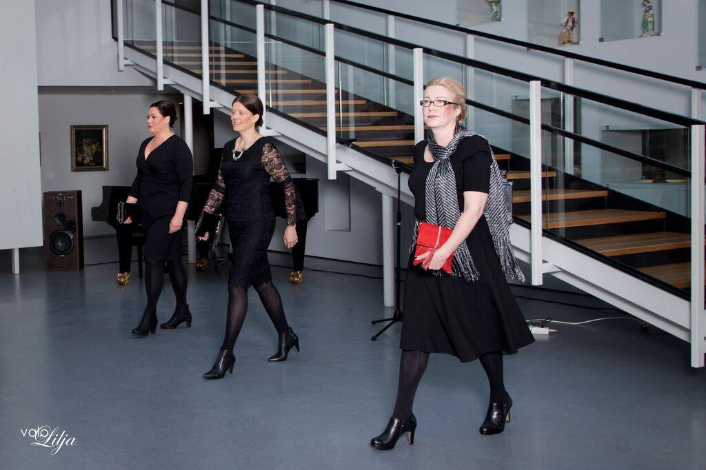 Lace&Rose Fashion Show in Riihimäki Art Museum Photo: Valokuvaamo Lilja Models: Carita & Leena & Tuija