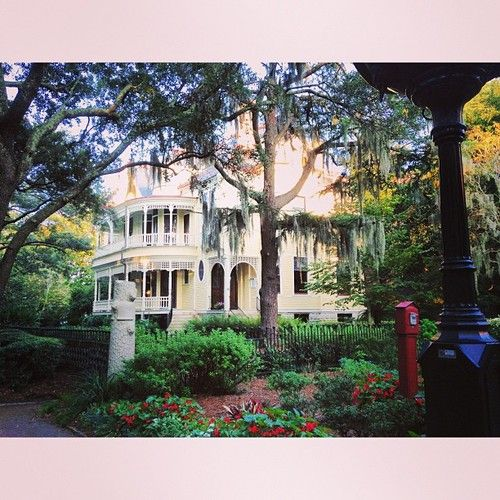 Pin By Robyn Grace Trinnaman On Vacay Old Southern Homes Barbie Dream House Exterior