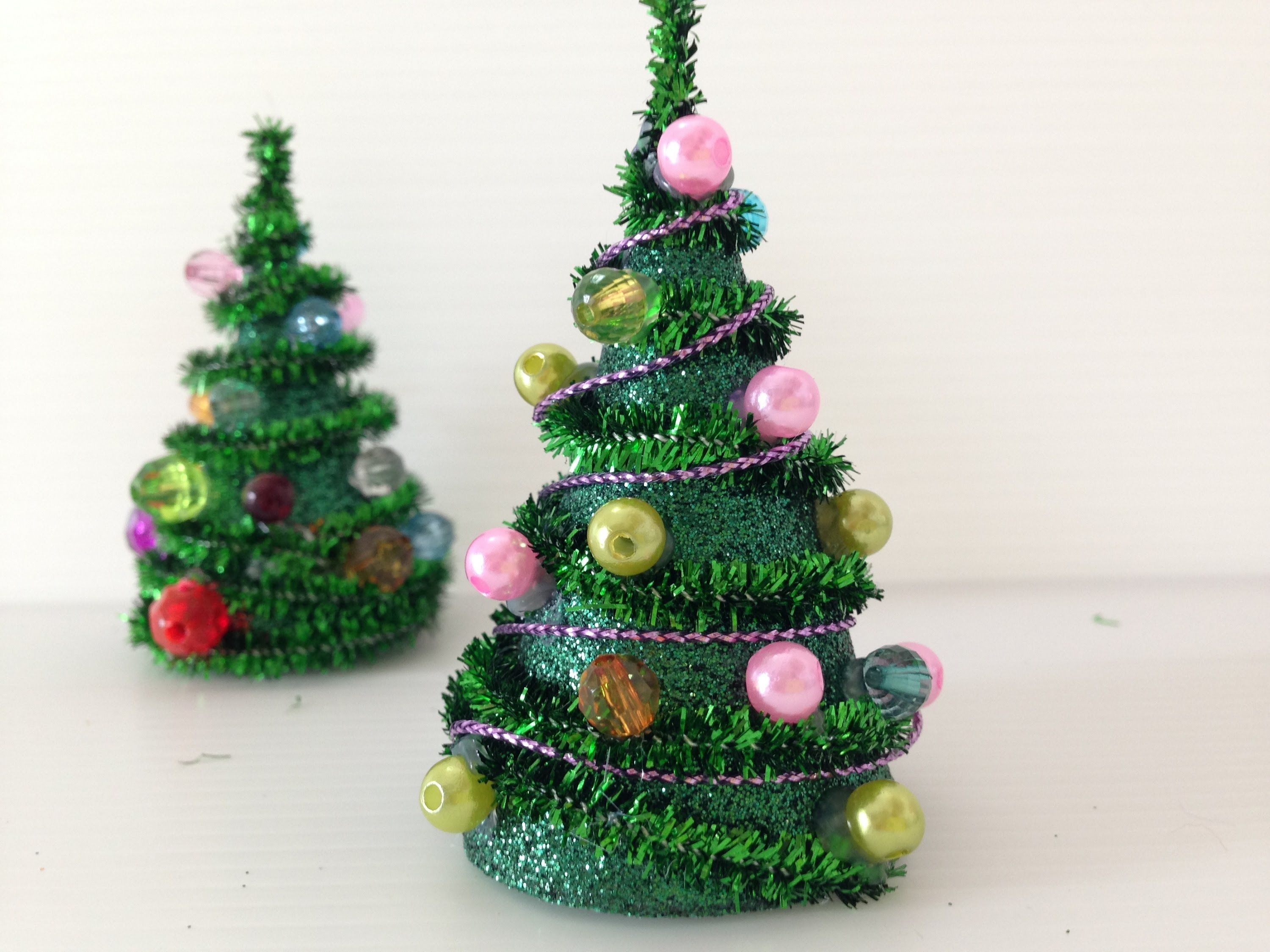 DIY mini Pipe Cleaner Christmas Tree