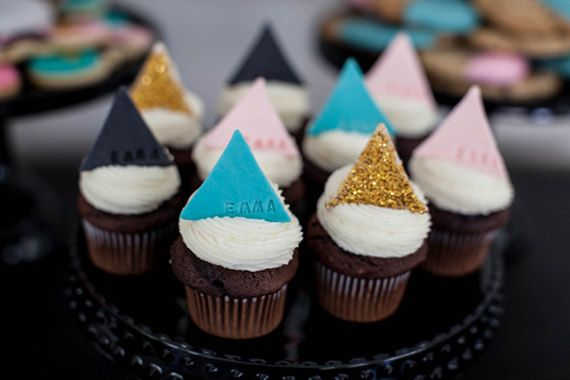Modern geometric cupcakes by Jenny Cookies | 100 Layer Cakelet #babyshower