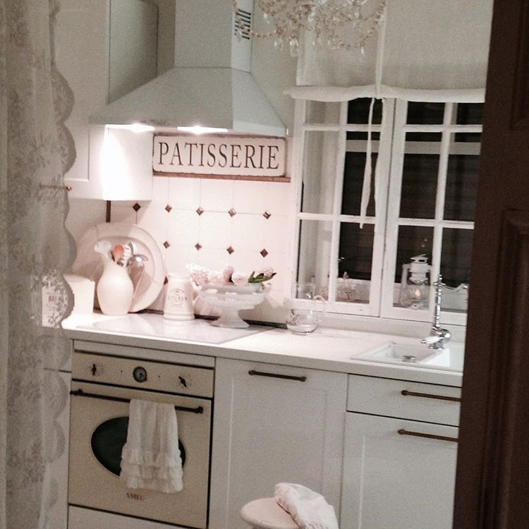 #vintage #white #kitchen #whithome