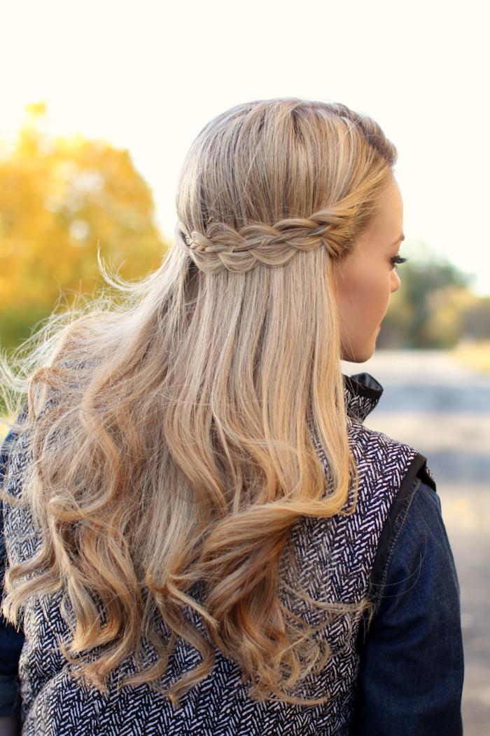 Locken Frisuren Halblang Lange Blonde Haare Allt In 2020 Locken Frisuren Lange Blonde Haare Coole Frisuren