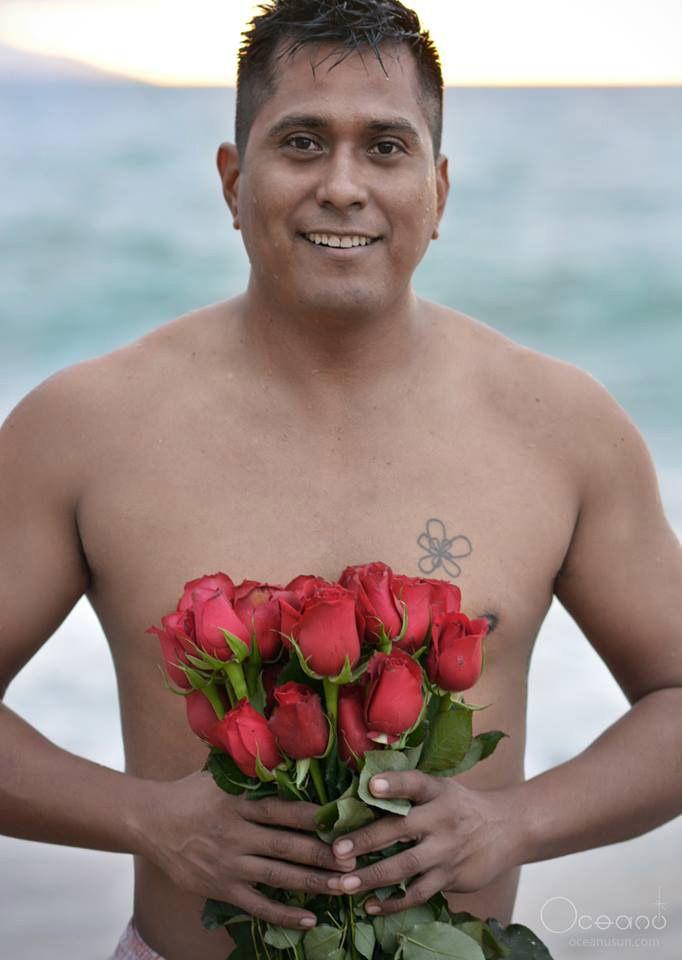 Rosas en el mar ! Entregamos en #Vallarta y Bahia de Banderas ademas de las entregas locales tenemos entregas Nacional e Internacional. www.ederflores.com