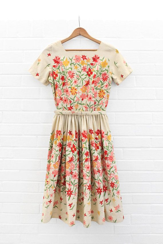561b86d11597 Vintage 1950s Field of Flowers Sundress   50s Cotton Off White ...