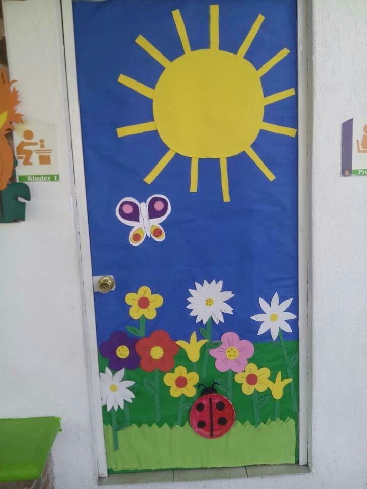 Pin de angelesbocanegra en puertas decoradas for Decoracion primavera manualidades