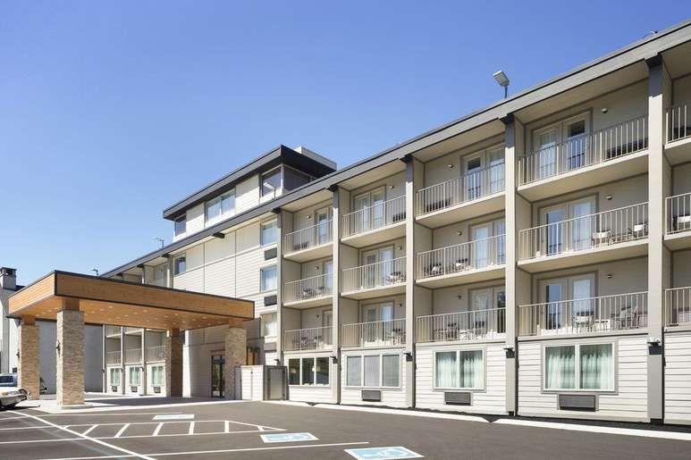 Country Inn Suites By Radisson Gatlinburg Tn Gatlinburg Exterior Gatlinburg Hotels Pet Friendly Hotels Gatlinburg