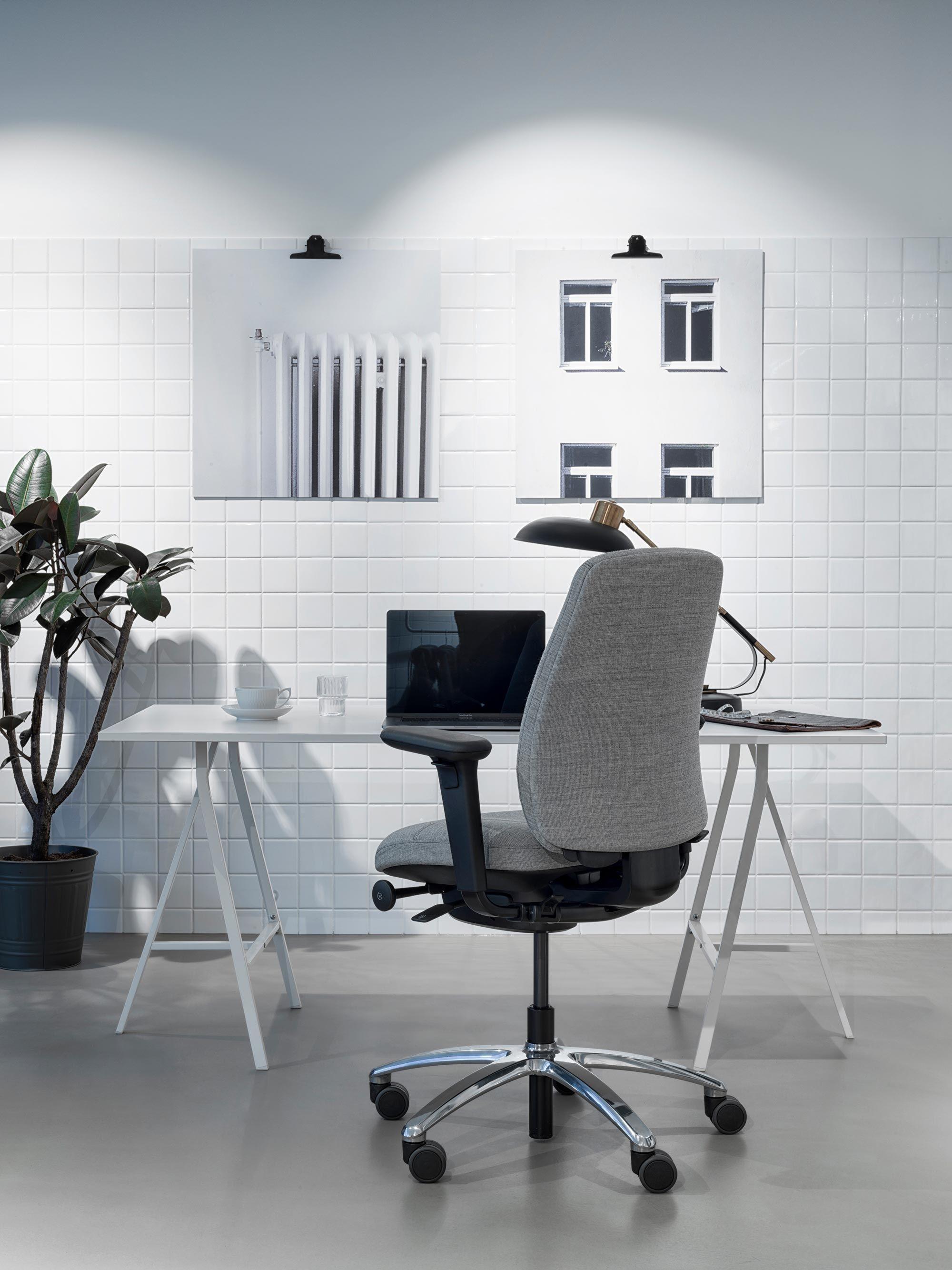 Minimal Office Chair Rh New Logic Scandinavian Design Flokk In 2020 Comfortable Office Chair New Logic Workspace Inspiration