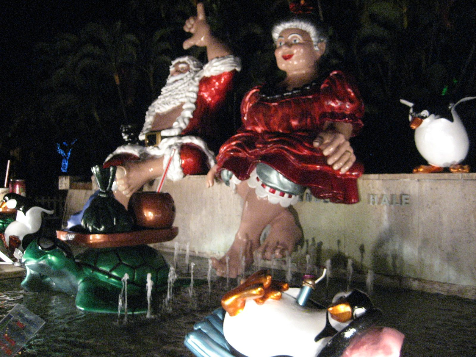 Mele Kalikimaka is the thing to say on a  bright hawaiian christmas day :D