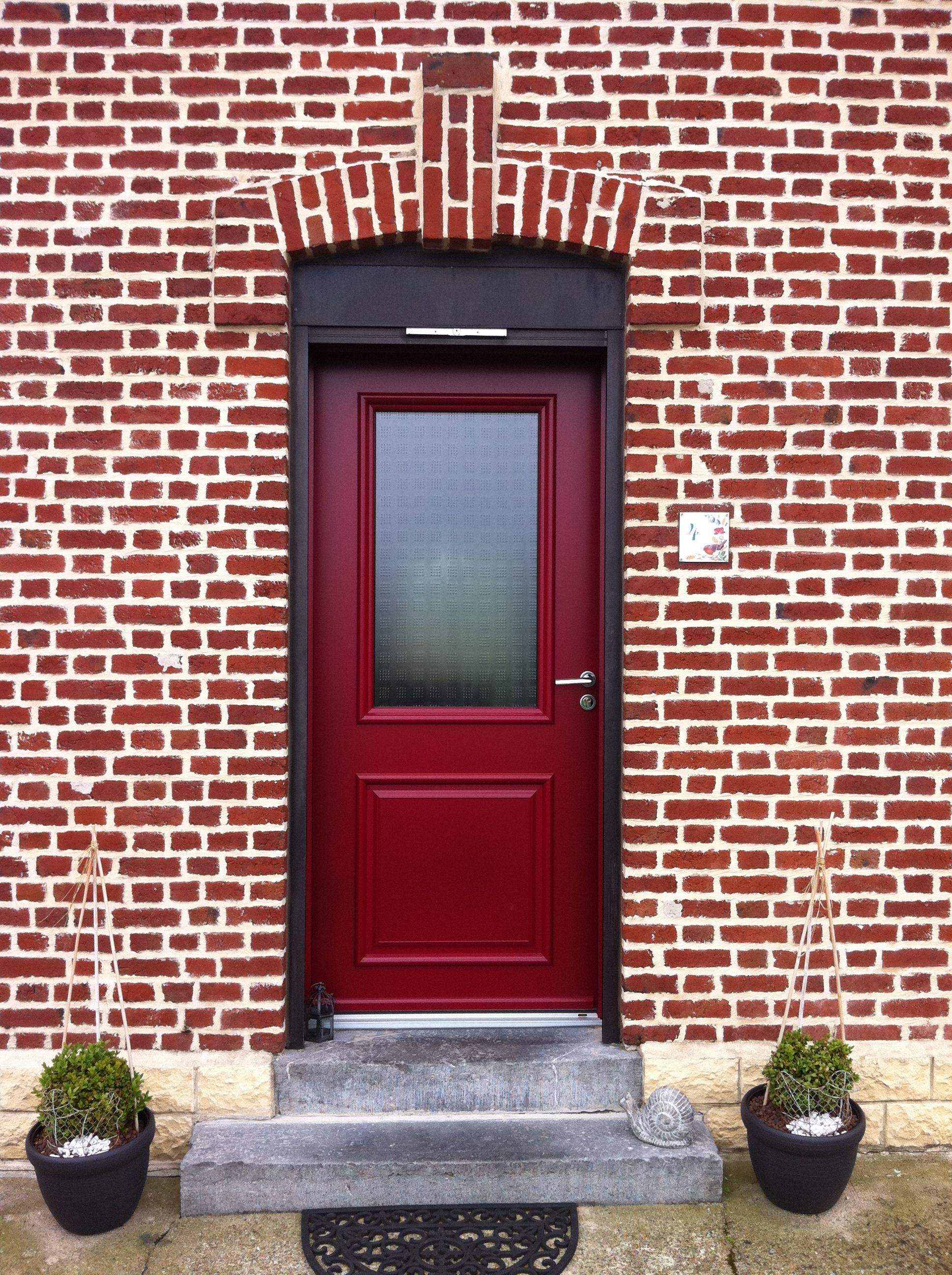 porte d 39 entr e vitr e rouge en aluminium gamme min rale. Black Bedroom Furniture Sets. Home Design Ideas