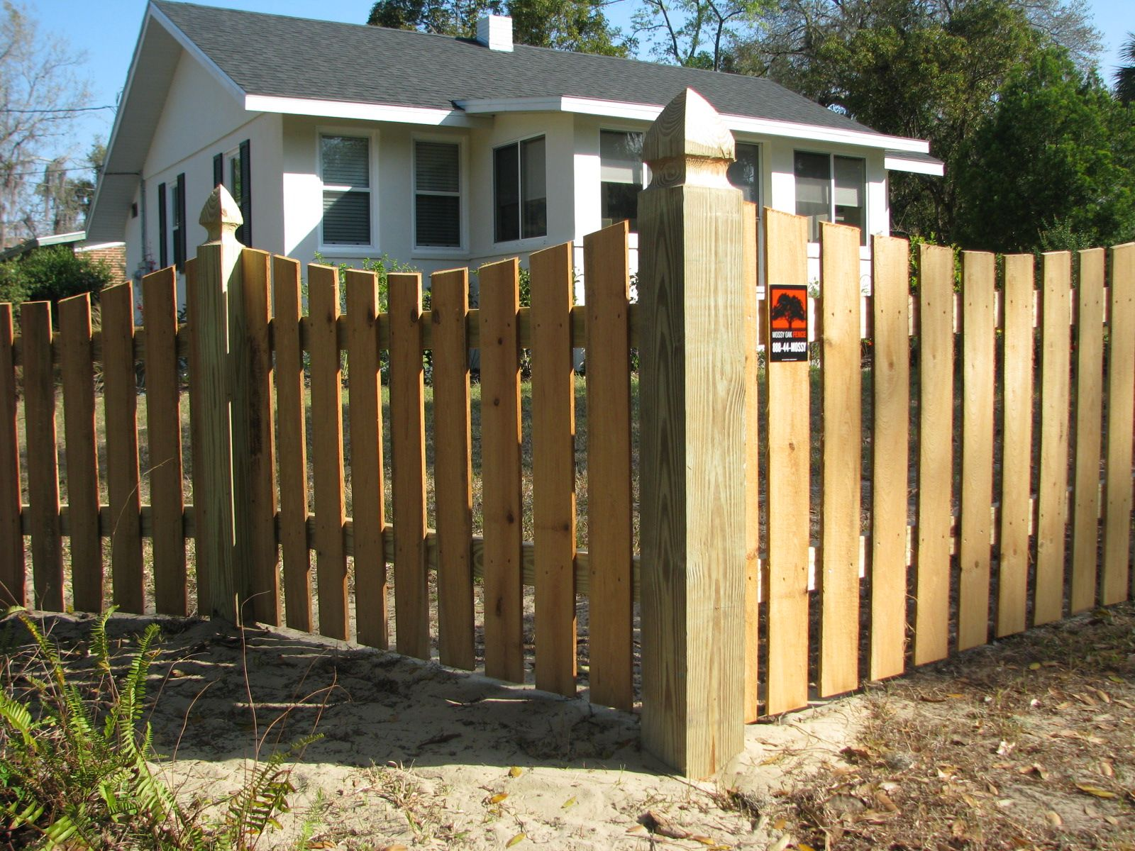 custom saddle cut wood picket fence design