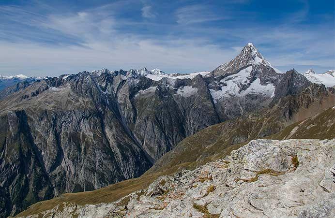 Off to new adventures with the new SAC-Guide #AlpineTour Bietschhorn / Nesthorn / Aletschhorn – Der neue #SAC-Führer Alpine Touren – Bietschhorn / Nesthorn / Aletschhorn   bestswiss.ch