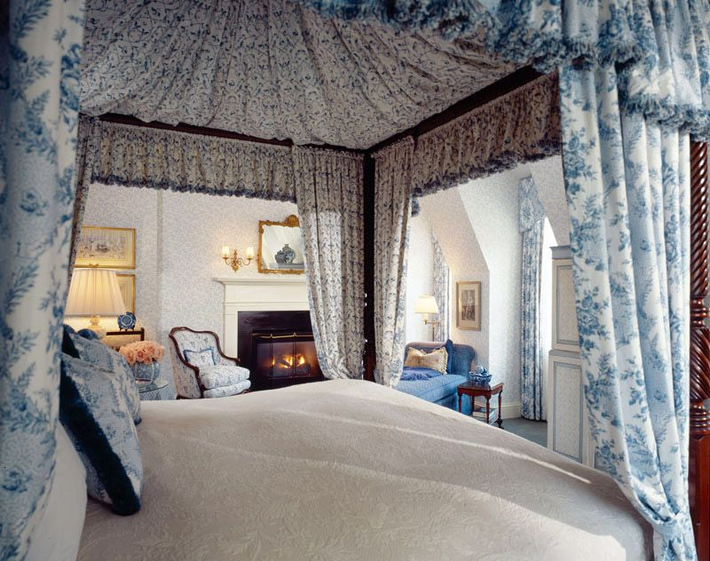 Blue Toile Bedroom Ideas: Pretty View Inside A Blue Toile Bed Canopy