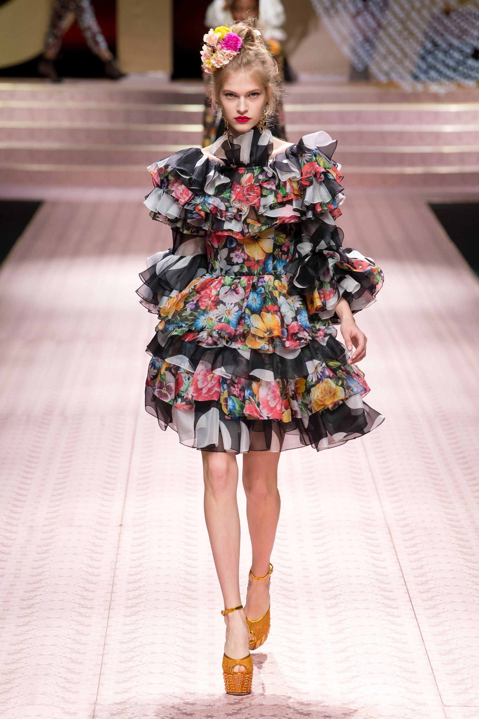 0649e7cacaf Dolce & Gabbana Spring 2019 Ready-to-Wear Fashion Show | Fashion and ...