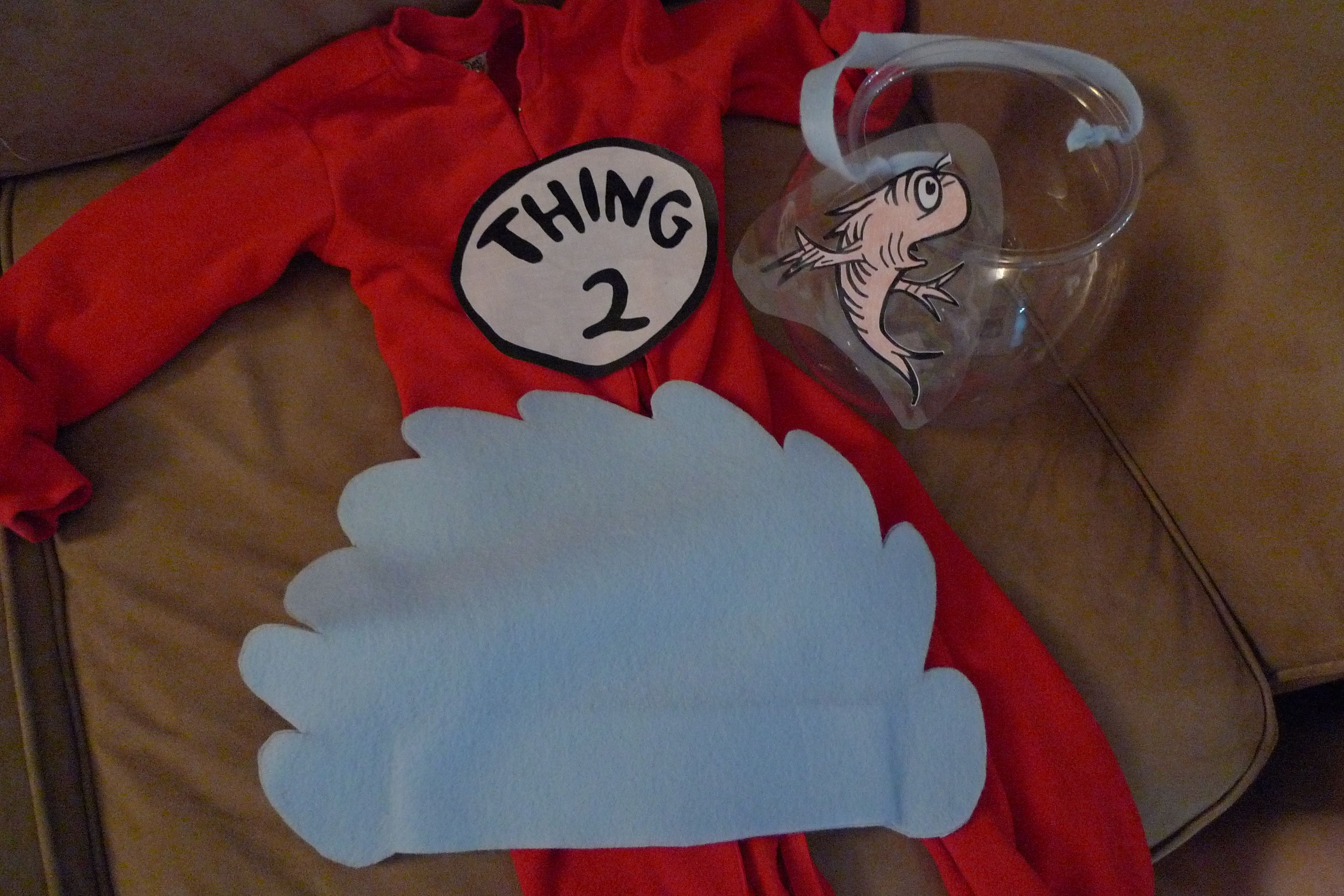 Dr Suess Cat In The Hat Thing 1 Amp Thing 2 Halloween Costumes No Sew I Cut The Hair Out Of