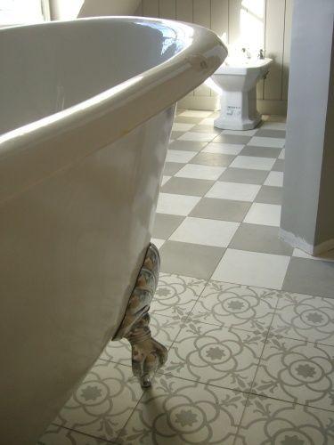 salle de bain - sol - damier gris et blanc - pose droite Salles de - pose carrelage mural salle de bain