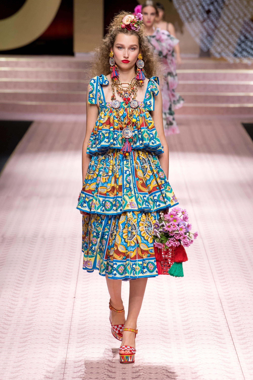 df116aa51a Dolce & Gabbana Spring 2019 Ready-to-Wear Fashion Show | runway ...