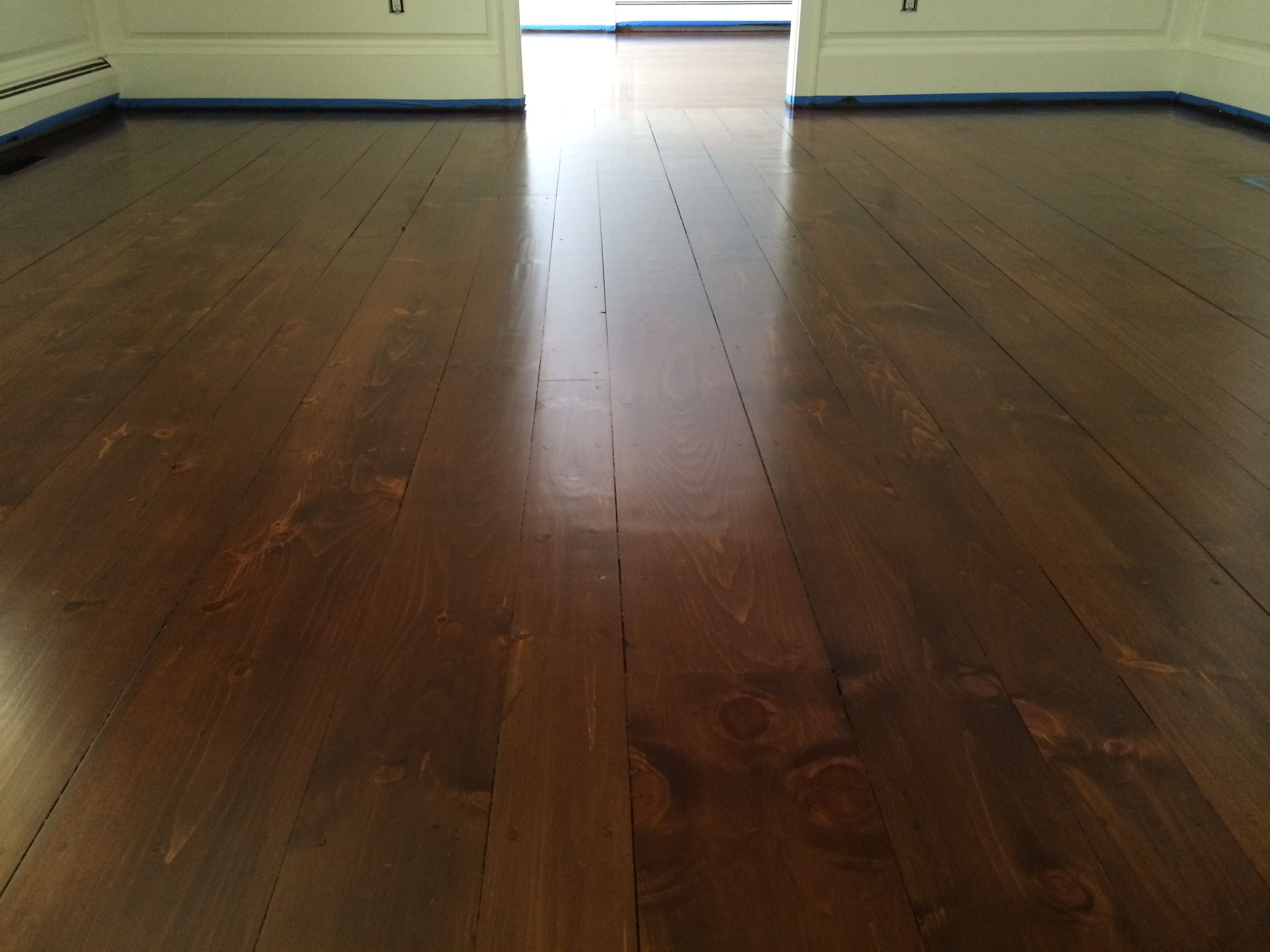 Random Width Eastern White Pine Stain Layering With