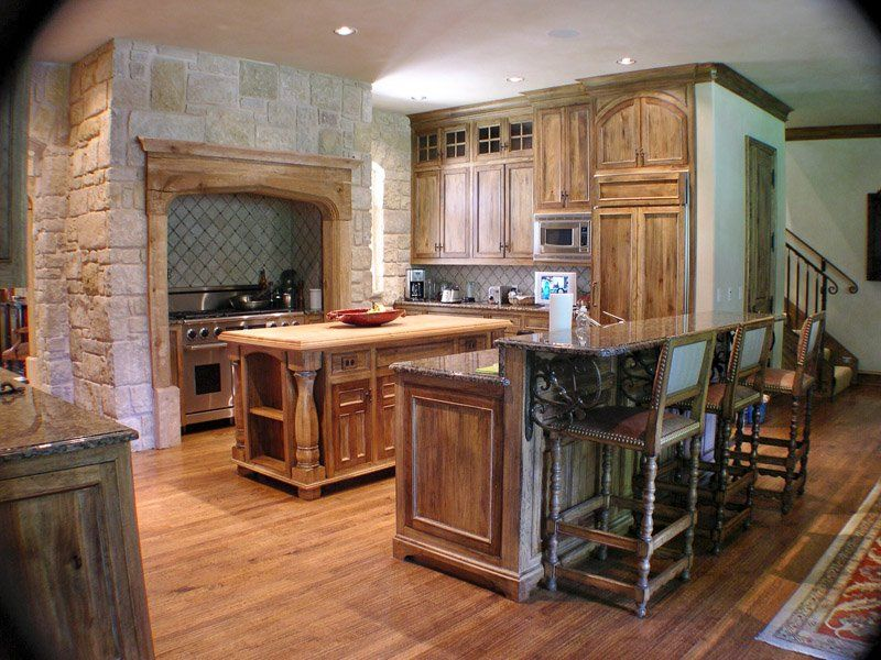 love the cabinet finish | Kitchen paint colors, Rustic ...