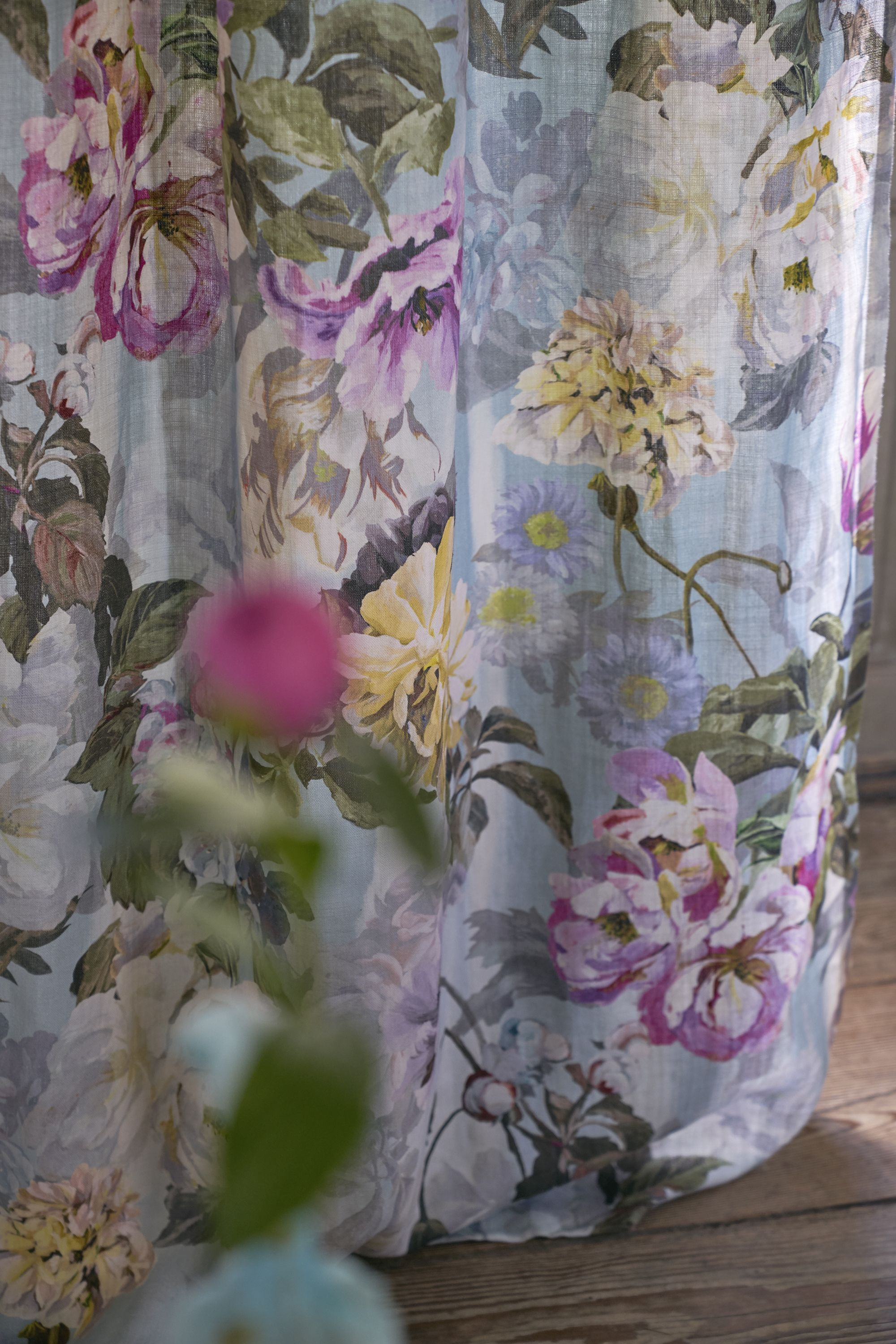 Delft Flower Sky fabric a dramatic display of large