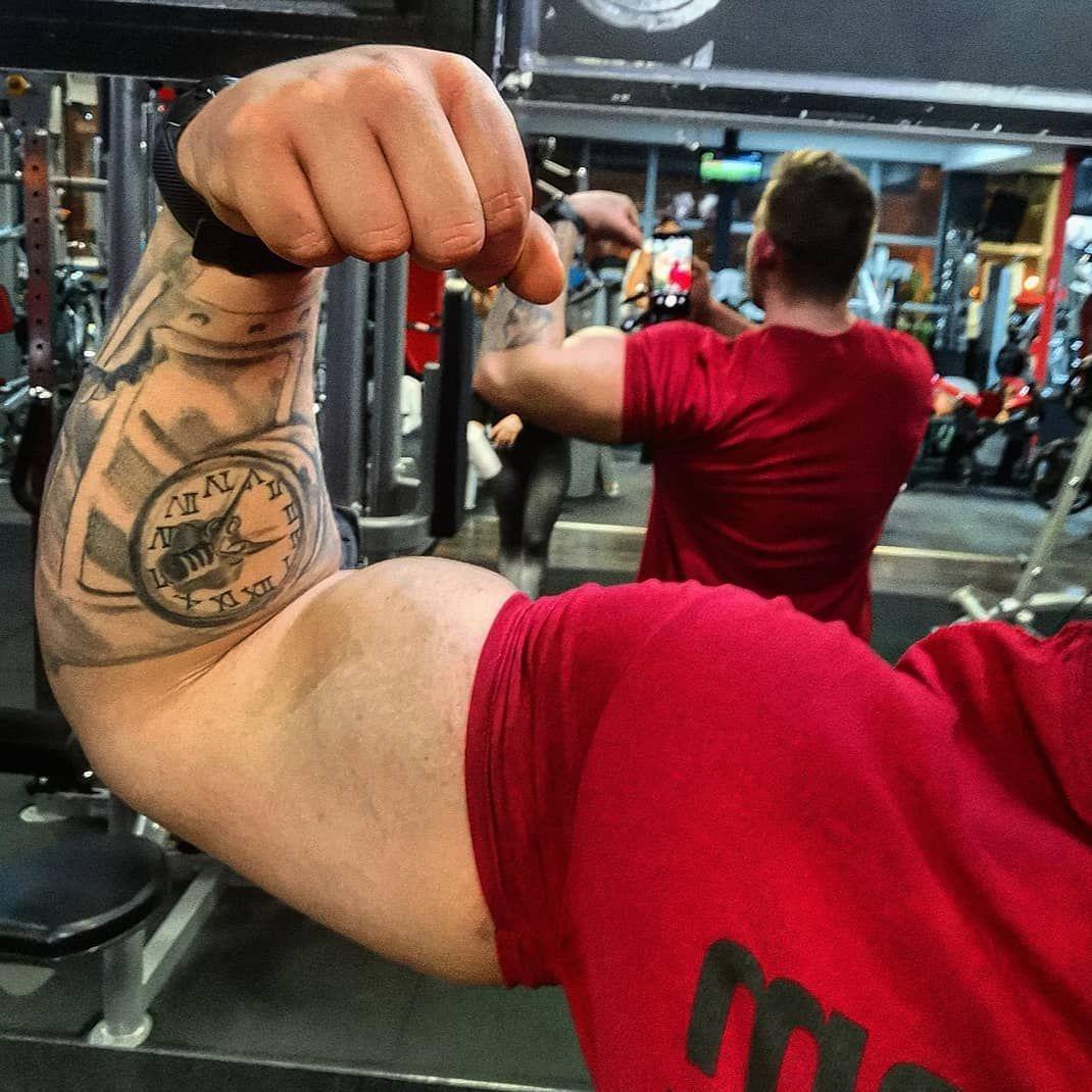 #physique #bodybuilding #gym #train #training #trainhard #work #workout #bodybuilding #body #fit #fi...