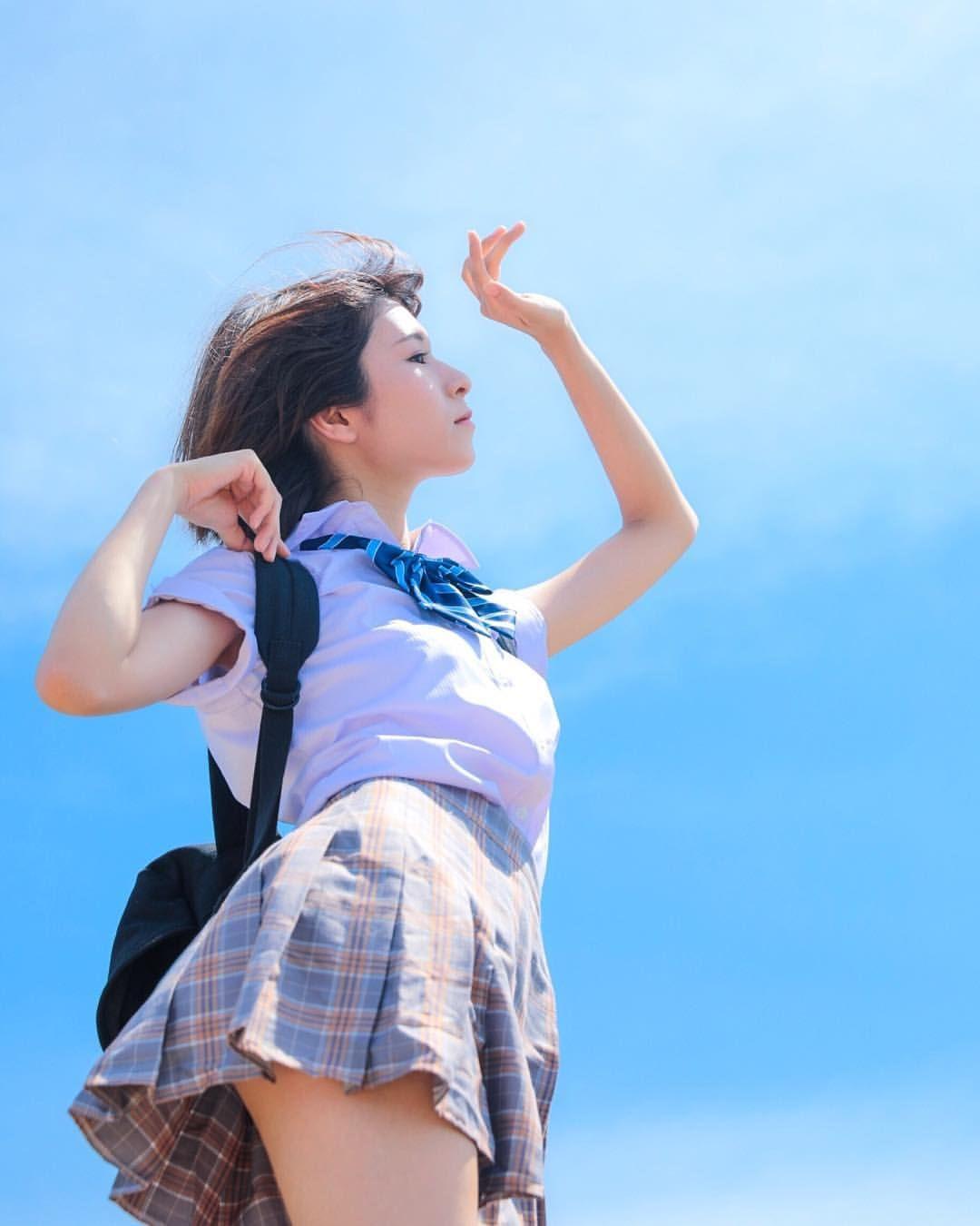 美少女💖在高處享受著陽光的照耀☀️》#美少女 #Cute #Girl #Pretty #Girls #漂亮 #可愛 #青春活力