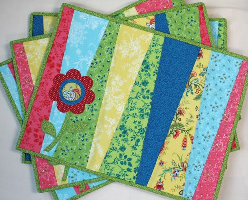 Fresh Blooms Placemats - Learn more about this project and more on ... : quilt as you go placemats - Adamdwight.com