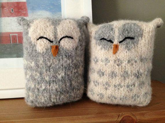 8 M1 Knitting Pattern Novelty Owl Cushion