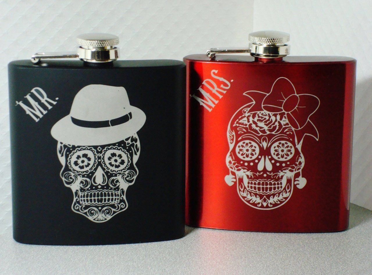 Sugar Skull Flasks Dia De Los Muertos Mr And Mrs Wedding Couple Gift A Pair Of Stainless Steel 6 O Sugar Skull Wedding Wedding Gifts For Couples Skull Wedding
