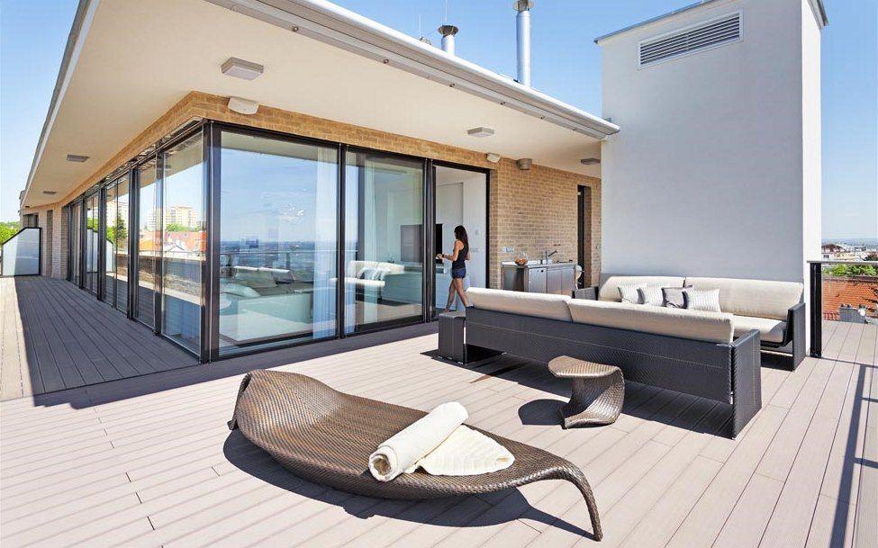 terasa je vybaven odoln m plastov m n bytkem slim line dedon v etn leh tka leaf stolkem. Black Bedroom Furniture Sets. Home Design Ideas