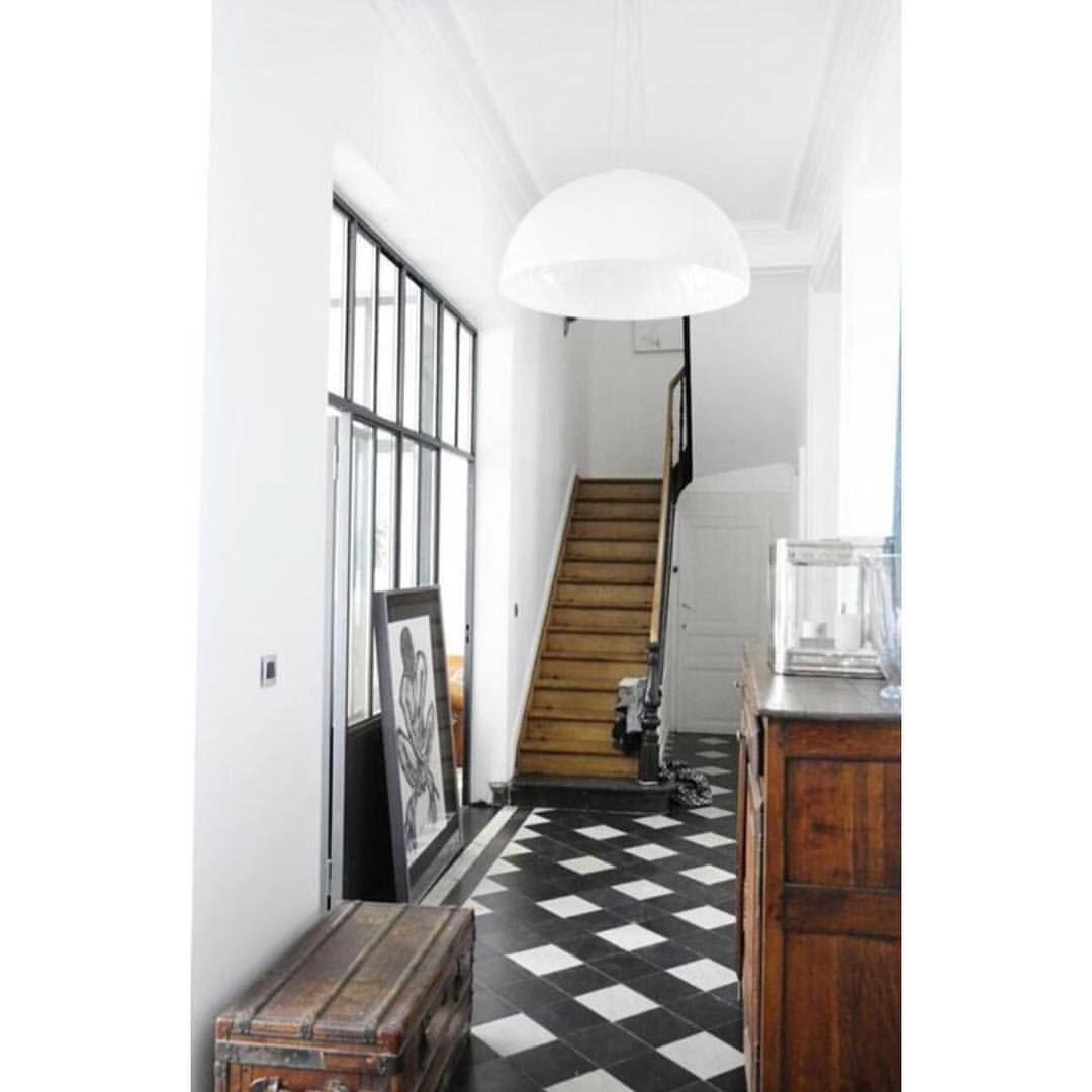 Couloir verri re escalier en bois restauration d 39 une for Escalier maison ancienne