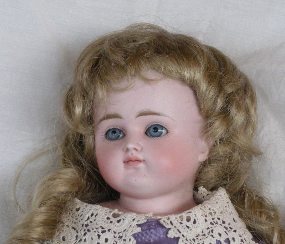 GORGEOUS GERMAN TURNED HEAD BISQUE SHOULDER PLATE DOLL - MARKED  L