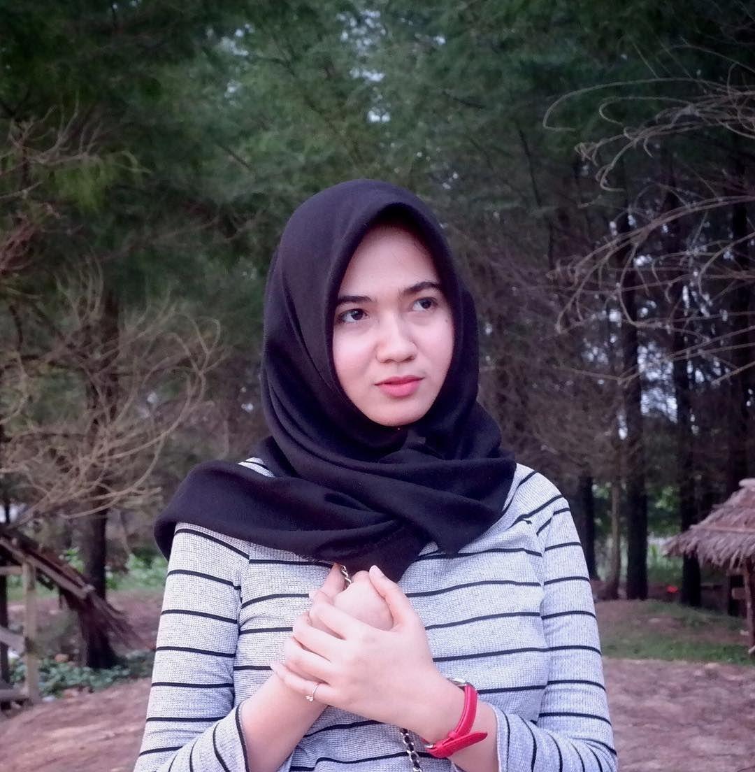 Sekalikali pasang wajah sinis 👻 Gaya hijab, Wajah, Hijab