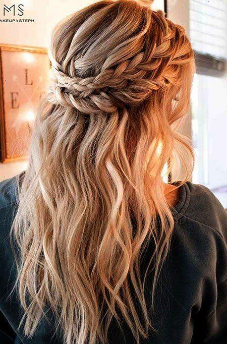 Hubsches Zopf Halb Nach Oben Haar Frisuren Prom Zopfe Frisur Inspirationen Hochzeitsfrisuren Niedliche Frisuren