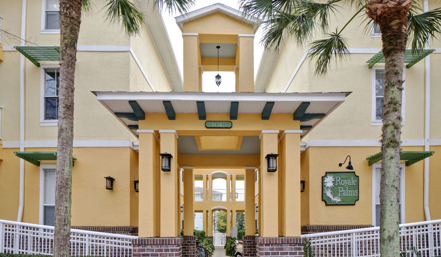 Royale Palms offers 1, 2, & 3 bedroom apartments in
