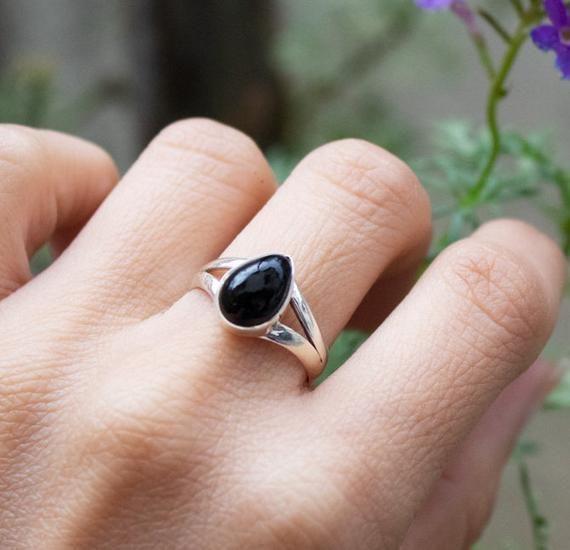 Rings Black Onyx Ring, Onyx Sterling Silver Ring, Black Stone Ring, Onyx Jewelry, Friendship Ring, Boho Ring, Stacking Ring, Dainty Everyday wear        ブラックオニキスリング、オニキススターリングシルバーリング、ブラックストーンリング、オニキスジュエリー、友情リング、自由ho放に生きる