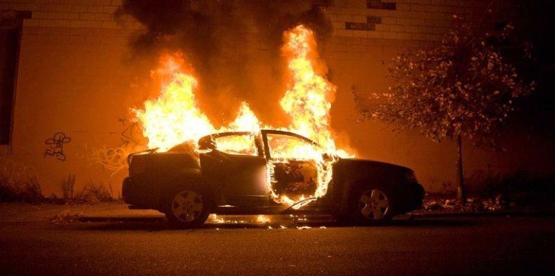 Αυτοκίνητο τυλίχθηκε στις φλόγες τα ξημερώματα στην Αγυιά