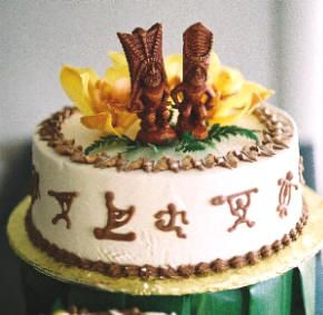 best wedding cakes on maui wedding cake with tiki statues d wedding 11663
