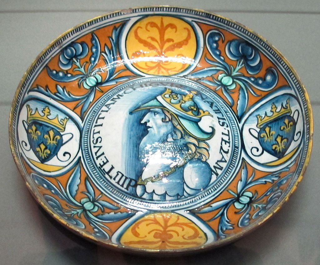 Majolica.  Deruta, Italy. Bowl with the profile of a french king. Begining of the 16th century.  Louvre. Paris.