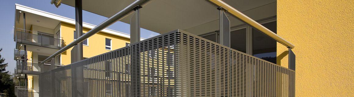 hochqualitative balkonverkleidung aus alu und edelstahl balkon pinterest wellengitter. Black Bedroom Furniture Sets. Home Design Ideas