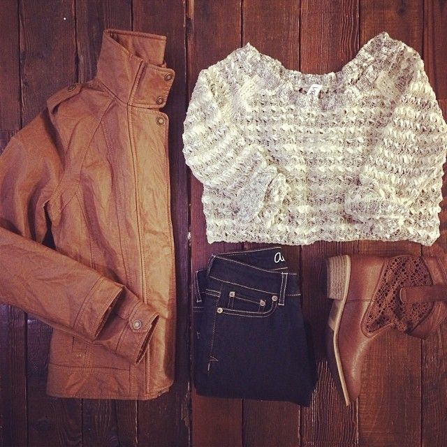 Chunky knit #sweater layered under a bomber jacket, dark denim & boots…love! #styleinspiration #ootd #fashion