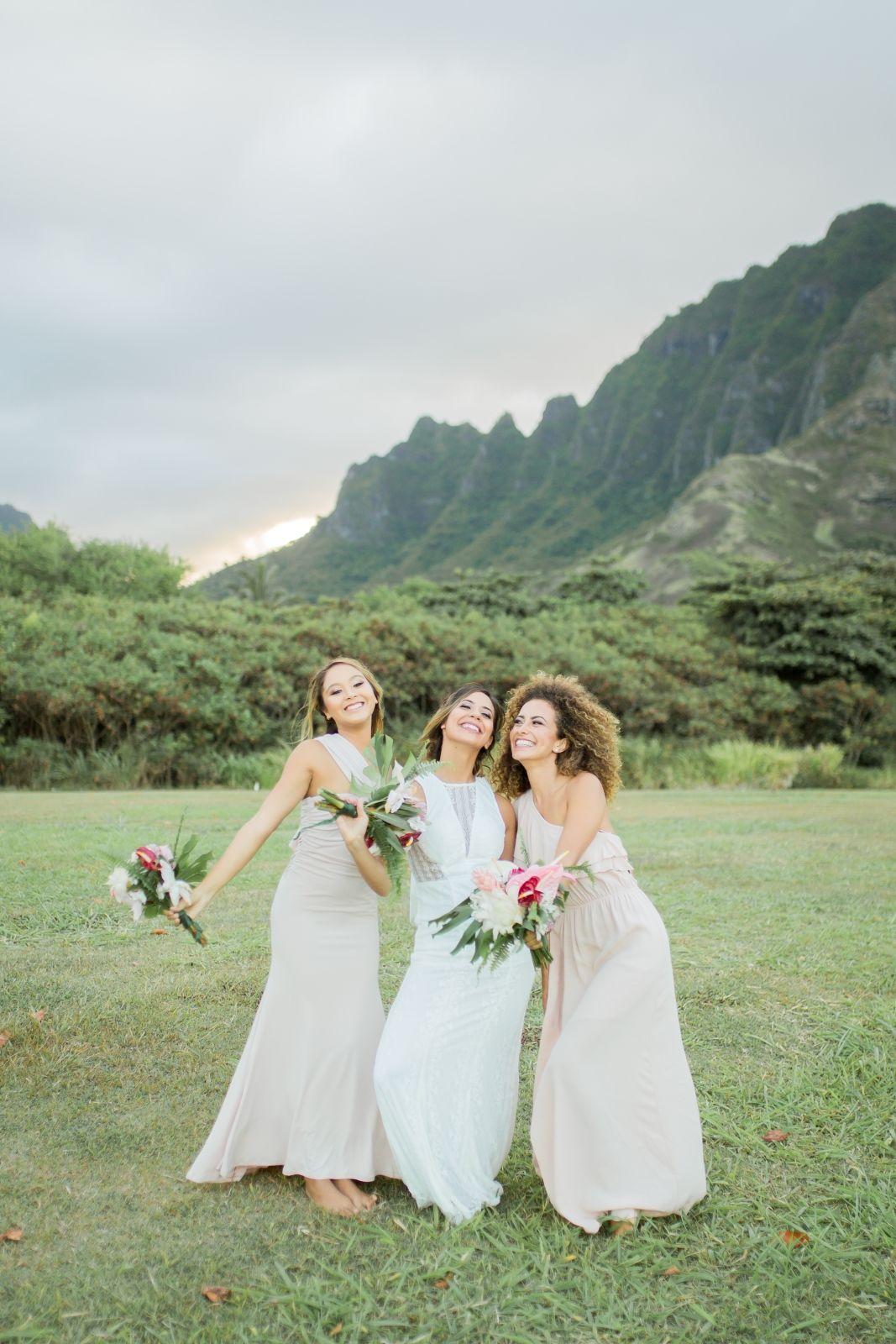 Tropical Wedding In Hawaii With Vida Chic Weddings And Events Chic Wedding Hawaii Beach Wedding Hawaiian Wedding