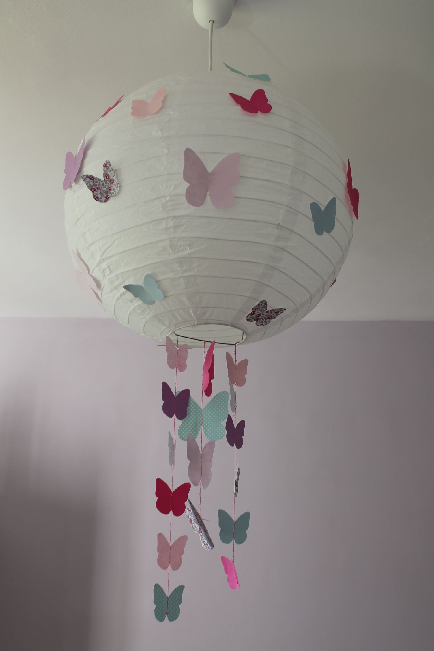diy boule japonaise papillons light and butterfly lampe papier pinterest bricolage. Black Bedroom Furniture Sets. Home Design Ideas