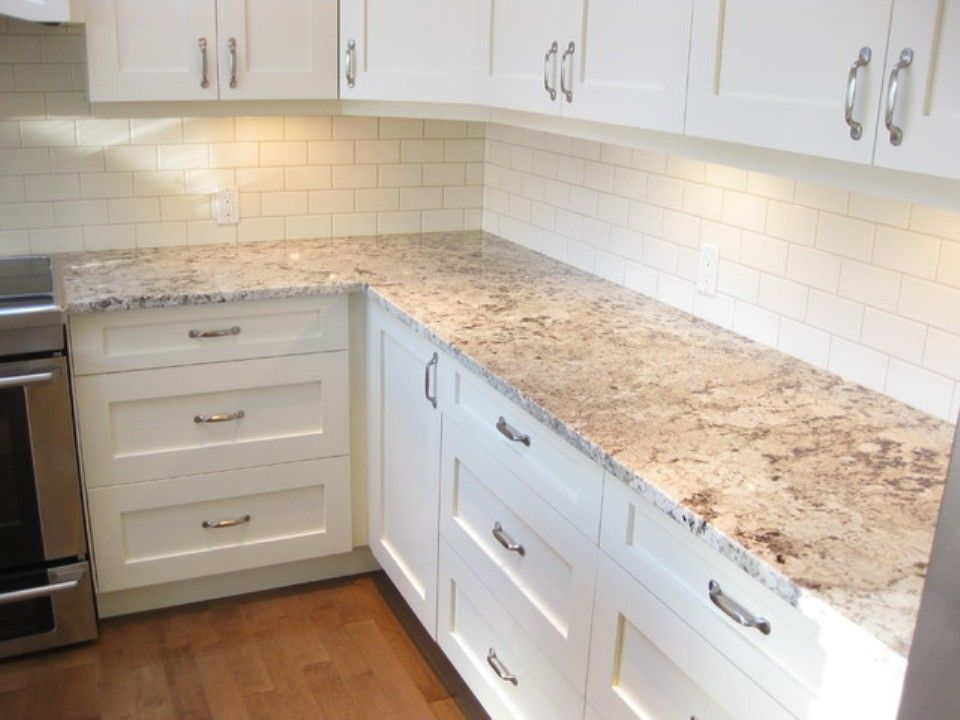 Alaskan white granite countertops and backsplash ideas for White cabinets granite countertops