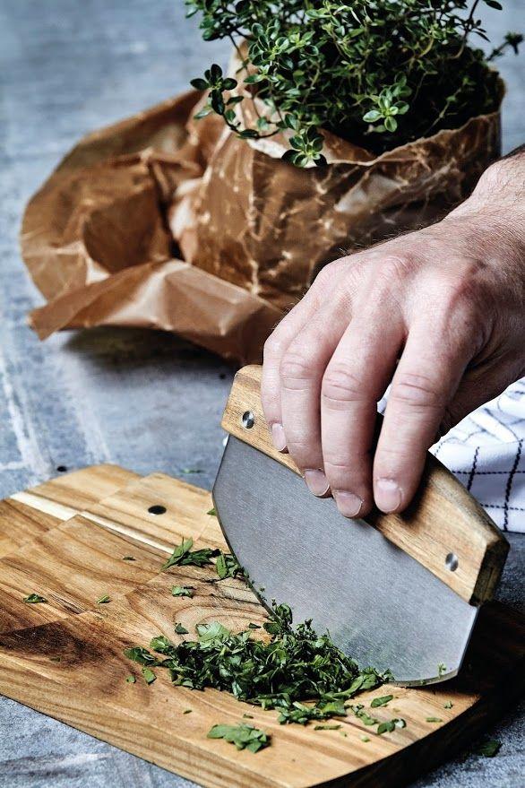 Einfach praktisch und schön, das neue Kräutermesser mit Brett - küche zum verschenken