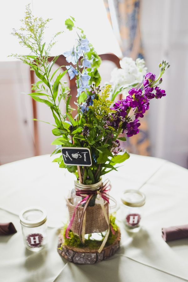 pictures of wedding centerpieces using mason jars%0A DIY mossy mason jar centerpieces with chalkboard and burlap accents  u   e u   e  Madison and Tyler u    s Boxwood Inn Wedding