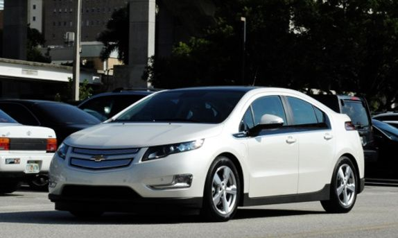 Be Electrifying In This Chevy Volt In Boston Ma Turo Com Chevrolet Volt Chevy Volt Chevrolet