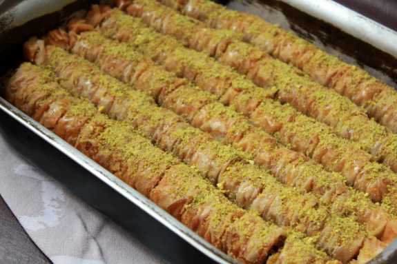 photo recept-baklava-rolls-siroop-pistache-amandelen-walnoten-opgerold-turkse-makkelijk-honing-filodeeg-_zpse10eac8b.png